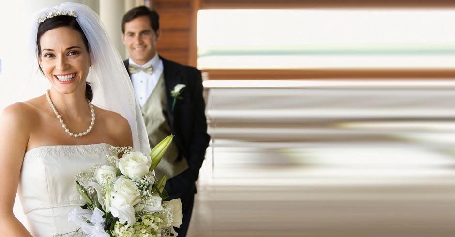 Laat uw trouwjurk professioneel reinigen door Van Hal Stomerij