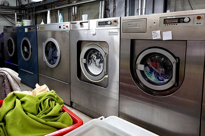 Professionele wasmachines bij Van Hal Stomerij